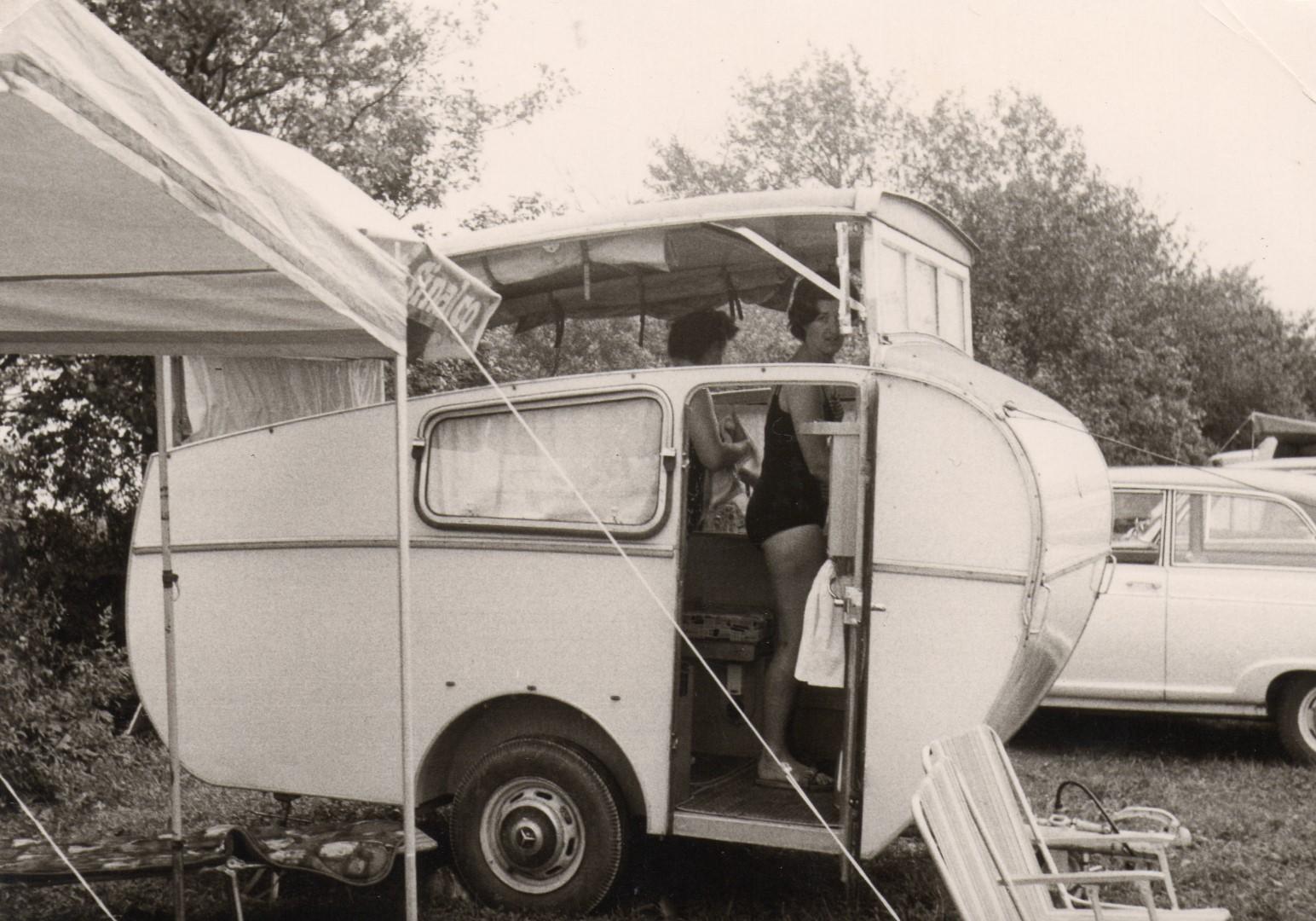 Familie Uetz mit dem Dethleffs Tourist Wohnwagen