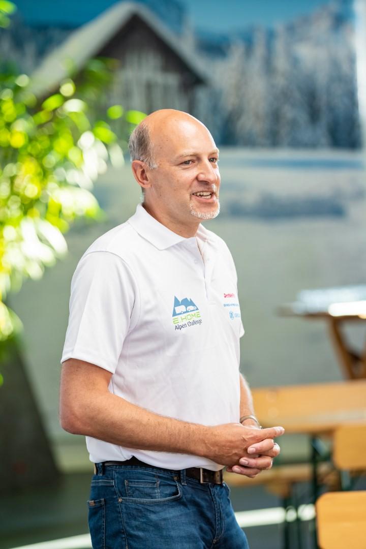 Alexander Leopold eröffnet die E.HOME Alpen-Challenge